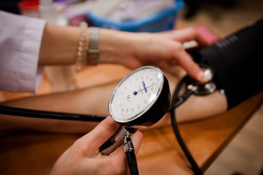 hipertenzijos pratimų terapija hipertenzijos kojos nutirpsta