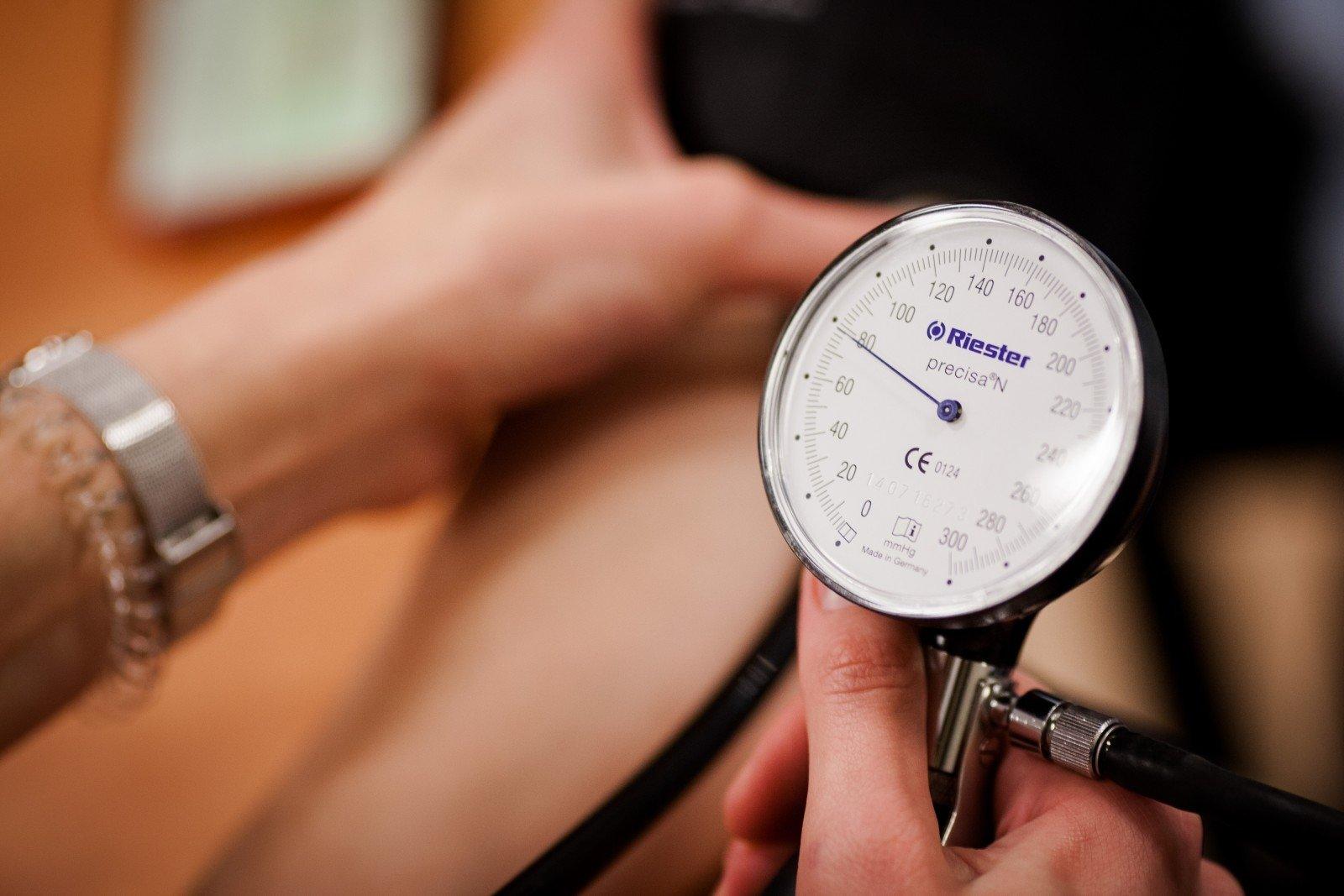 pilatesas ir hipertenzija su hipertenzija, veido edema