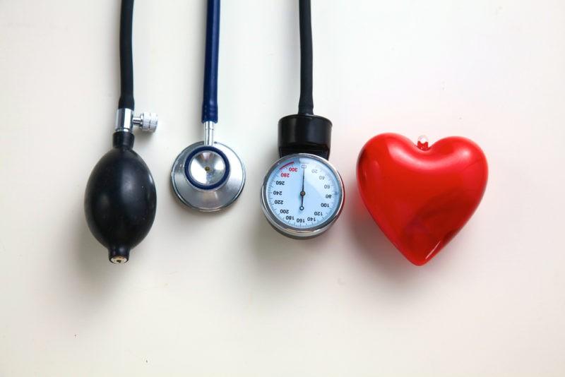 smūgis į hipertenziją