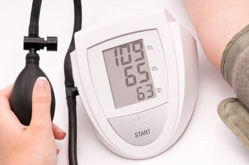 sergant hipertenzija, skiriasi spaudimas rankoms
